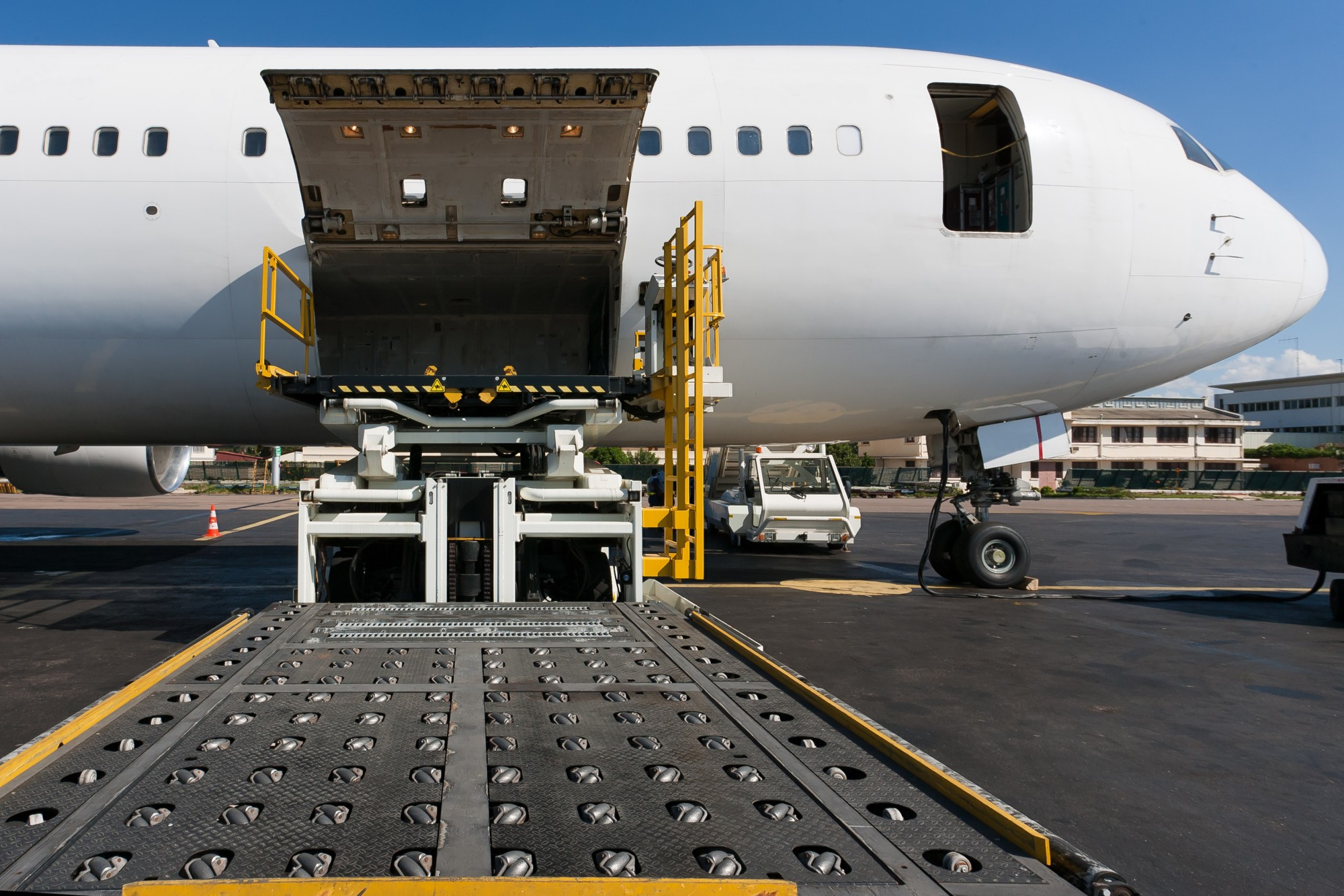 Air Freight 101 The Air Freight Definition And Beyond Omnichannel Logistics Need It Now Delivers